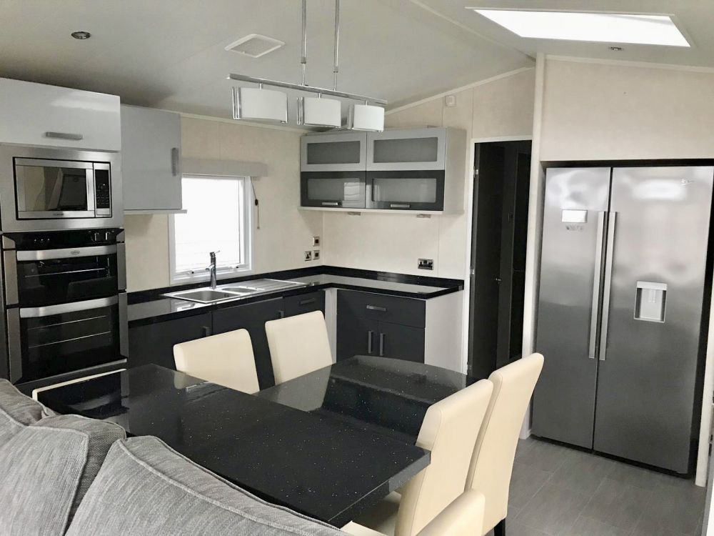 Carnaby - 2016 Carnaby Envoy 39ft x 13ft - 2 Bedroom